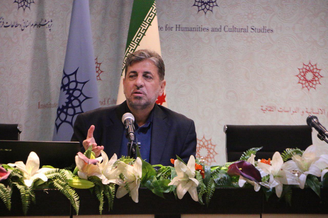 مذهب شیعه به عناصر فرهنگی ایرانی، شخصیت سیاسی داد